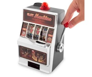 IDEE REGALO ORIGINALI SALVADANAIO SLOT MACHINE